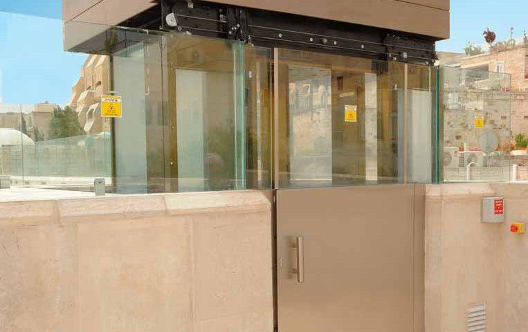 Aish-HaTorah-Elevator-Installation-in-Jerusalem
