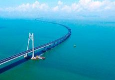 Elevators-on-the-Hong-Kong-Zhuhai-Macau-Bridge2
