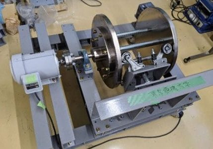 Study on a Vibration Reduction System for Lift Roller Guides
